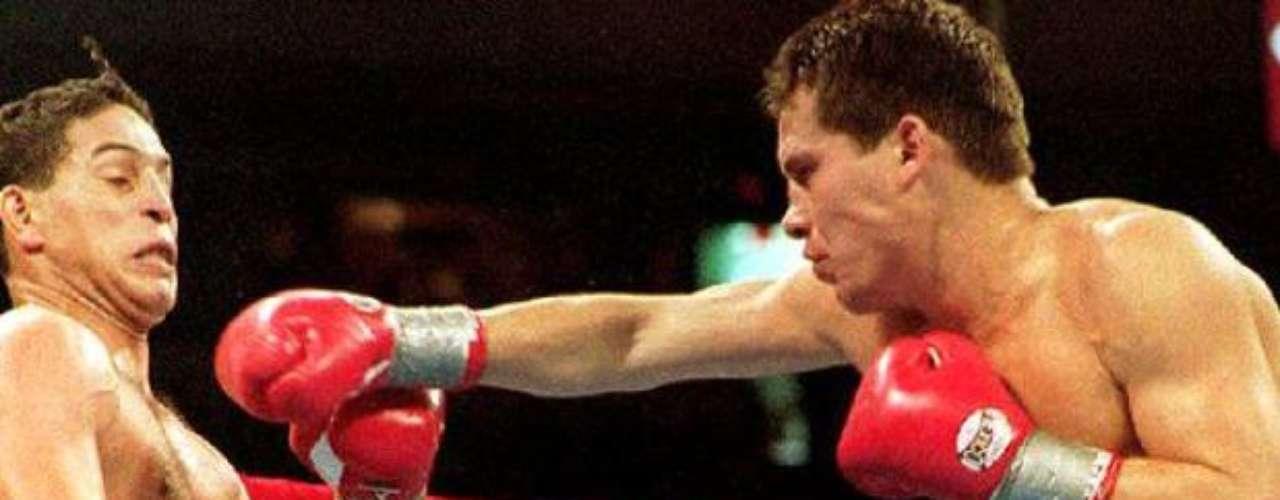 El puertorriqueño se dedicó a hablar e insultar al mexicano previo a la pelea, lo que generó que Julio subiera decidido a acabarlo en el gimnasio del Thomas and Mack Center de Las Vegas, y así sucedió.