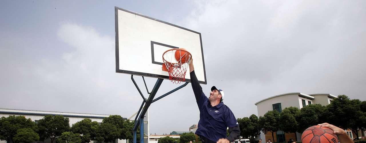 El rumano Gheorghe Dumitru Murean, con 2, 32 metros de altura es considerado el basquetbolista más alto en pisar una duela de la NBA. Los padres de este basquetbolista fueron de estatura normal, pero él desarrolló un desorden de la glándula pituitaria, conocido como Acromegalia, que le hizo crecer de esa forma.