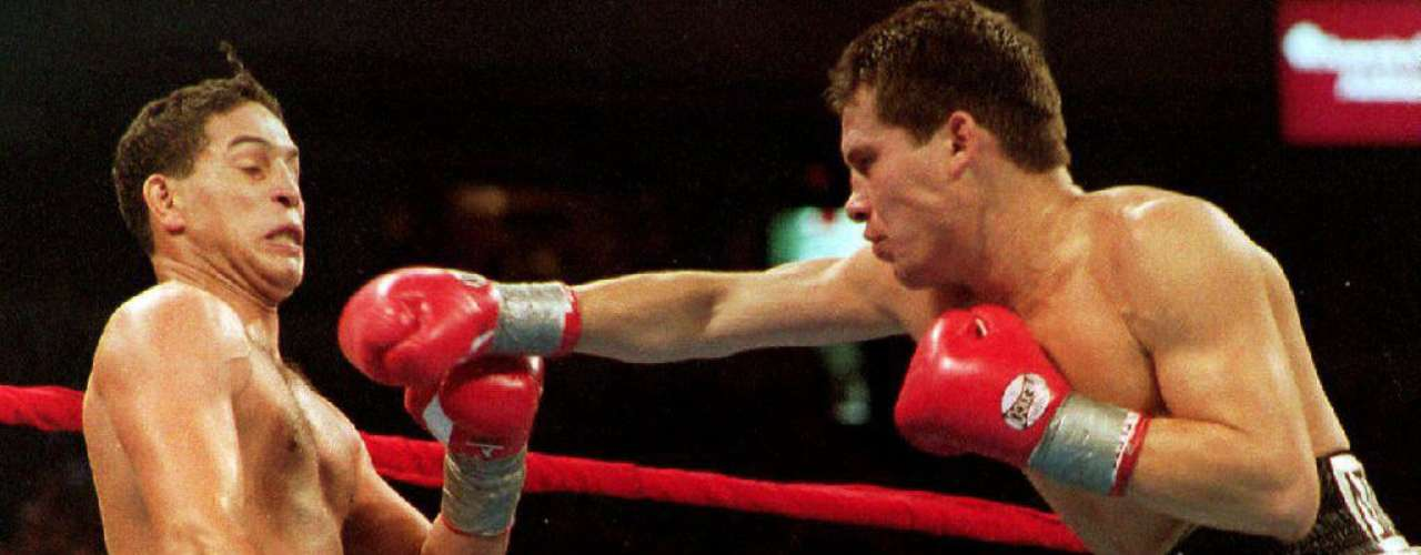 In the ring, his most notorious loss was agagainst Julio Cesar Chavez, who defeated him unanimously. Camacho was booed and criticized for his defensive style.