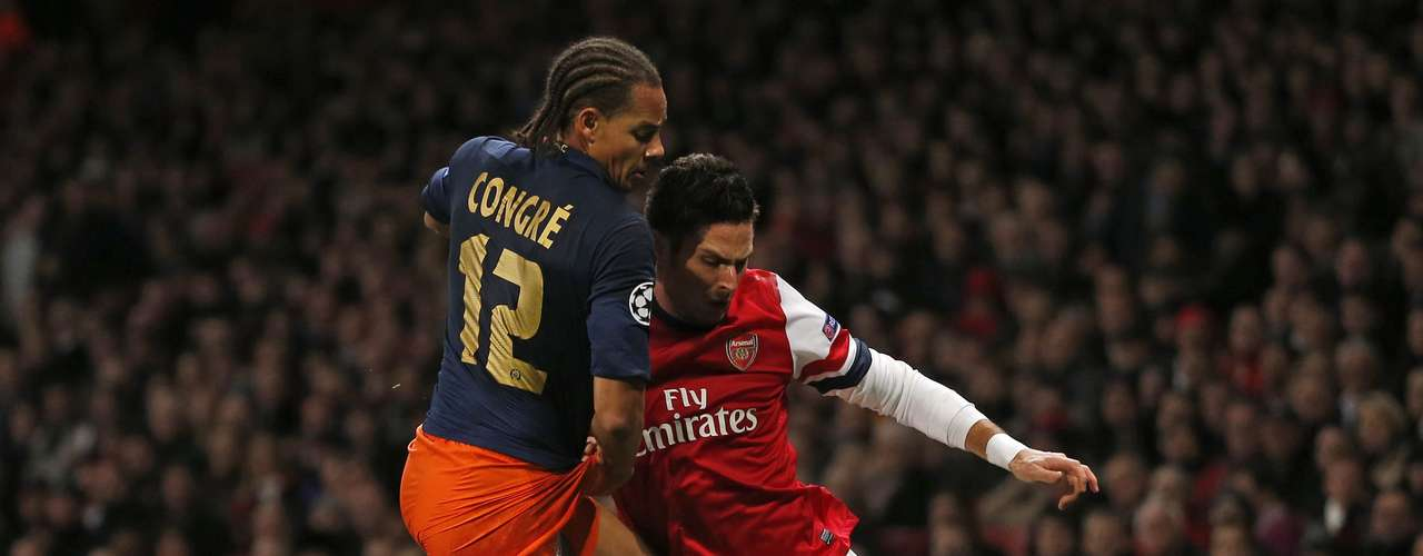 Arsenal's Olivier Giroud (R) challenges Montpellier's Daniel Congre during their Champions League Group B soccer match in London November 21, 2012.