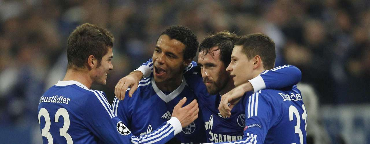 Schalke 04's Christian Fuchs (2nd R) and his teammates celebrate a goal against Olympiakos Piraeus during their Champions League Group B soccer match in Gelsenkirchen November 21, 2012.