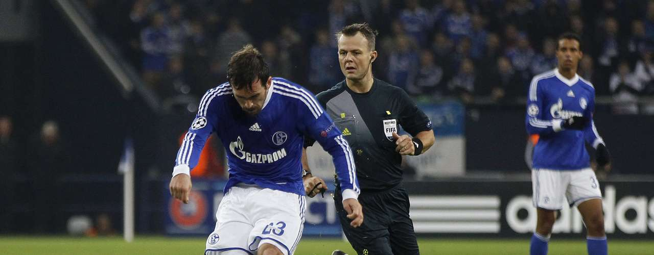 Schalke 04's Christian Fuchs (L) scores a goal against Olympiakos Piraeus during their Champions League Group B soccer match in Gelsenkirchen November 21, 2012.