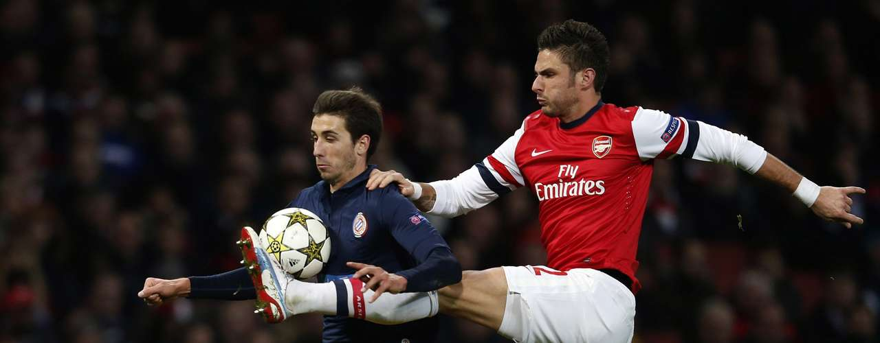 Arsenal's Olivier Giroud (R) challenges Montpellier's Mathieu Deplagne during their Champions League Group B soccer match in London November 21, 2012.