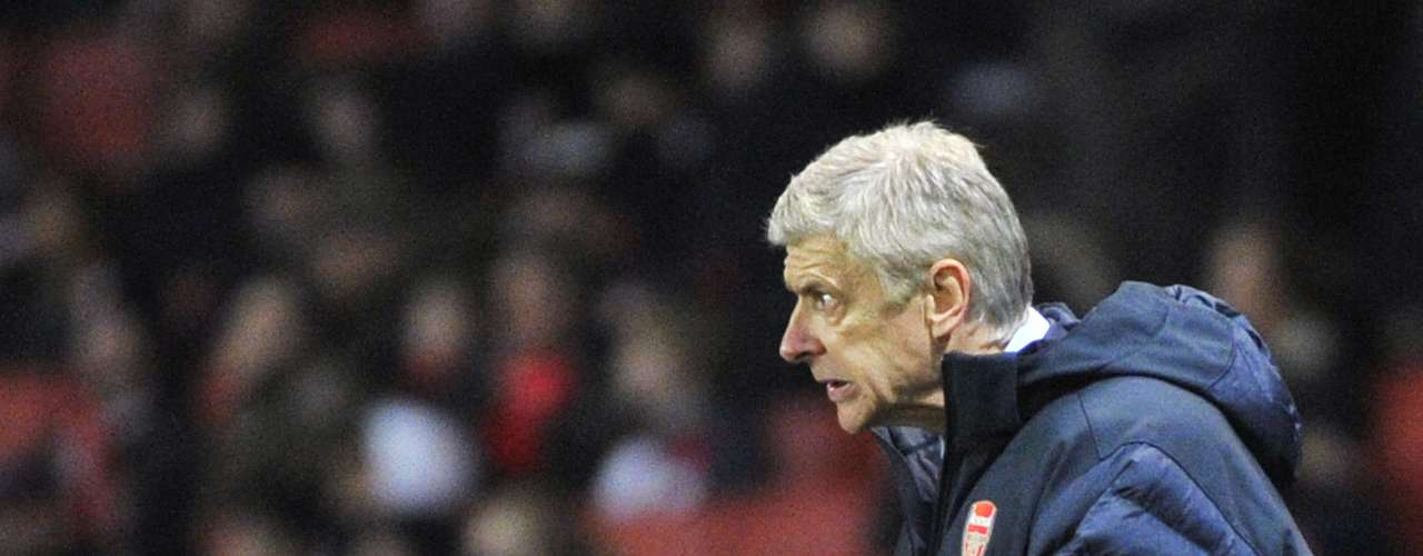 Arsenal's manager Arsene Wenger gestures during their Champions League Group B soccer match against Montpellier at the Emirates Stadium in London November 21, 2012.