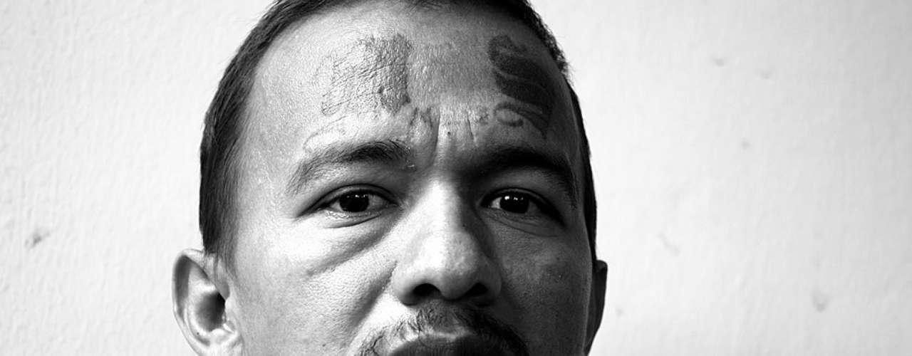 Este ex pandillero de la Salvatrucha tiene marcadas en su cara las siglas de su mara. Ahora confía en participar en un programa del gobierno para retirar tatuajes con láser.