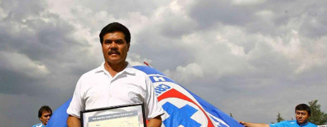 Hace apenas un año, el ex jugador de Cruz Azul y multicampeón con ese equipo, Ignacio Flores, falleció luego de un ataque armado en contra de la camioneta en la que viajaba en la autopista México-Cuernavaca. En el lugar del asesinato, se encontraron más de 50 casquillos de diferentes calibres.