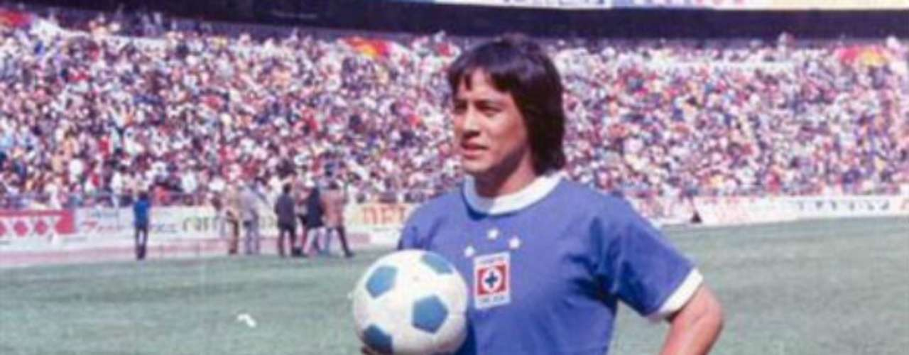 Otro caso en el futbol mexicano fue el de Octavio Muciño, ex jugador del Guadalajara y Cruz Azul. El apodado 'Centavo' falleció a consecuencia de 3 tiros ocasionados por una riña cuando era futbolista de las Chivas, en 1974.