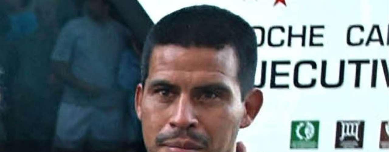 En un asalto, el 1 de noviembre del 2009, en el que querían robarle su automóvil, el ex futbolista argentino Fernando Cáceres recibió un disparo en la cabeza que le provocó fractura de cráneo y la pérdida del ojo derecho. Tuvo fortuna para contarlo, ya que estuvo al borde de la muerte. Actualmente se encuentra aún en rehabilitación y con una vida tranquila a lado de su familia.