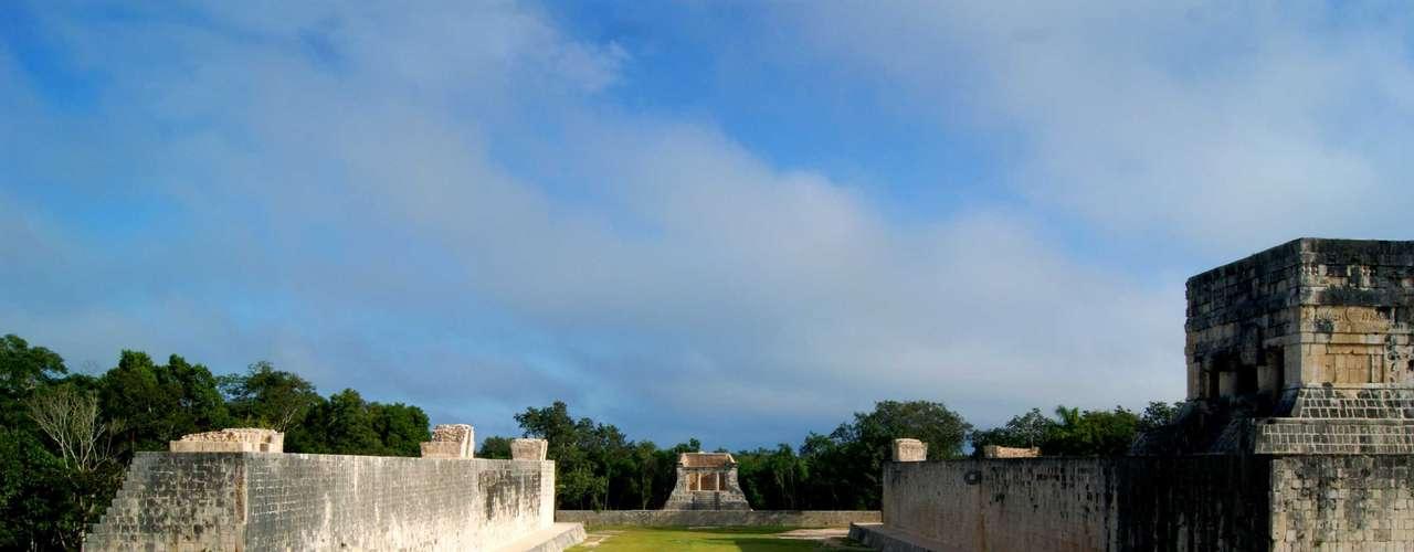 En Chichén Itzá, en el estado de Yucatán, se espera la mayor afluencia de visitantes nacionales y extranjeros para esos días y para el 21 de diciembre está programada una gran ceremonia denominada \