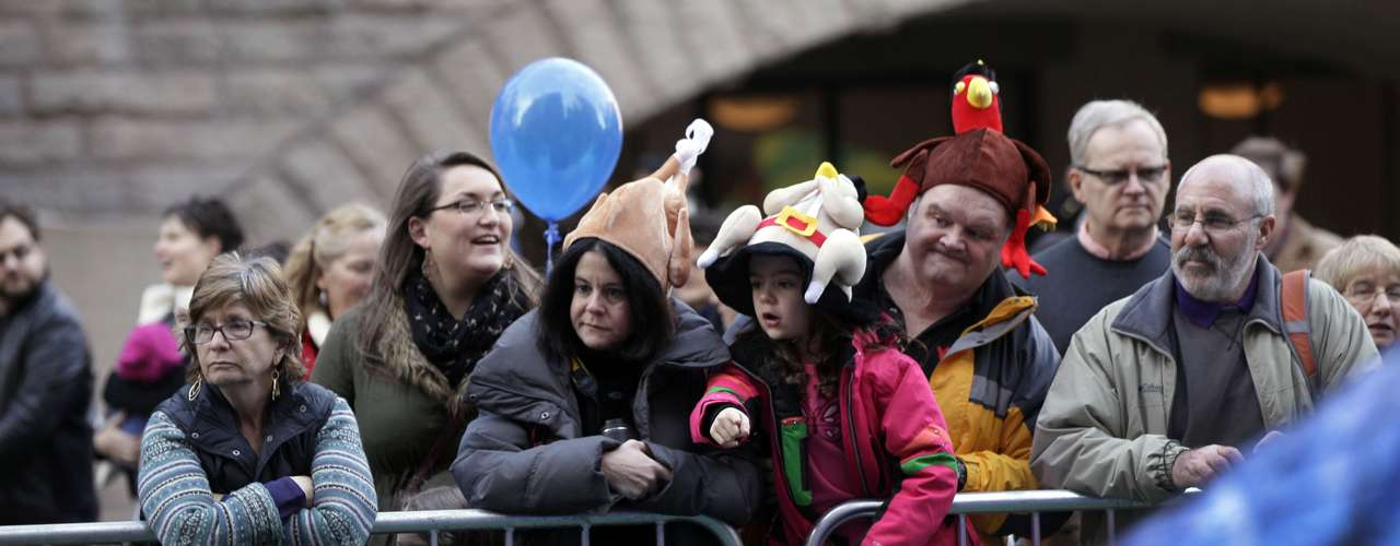 Tres millones de espectadores  han invadido las calles para ver 16 globos gigantes de helio, incluyendo un Spiderman, Bob Esponja y Kermit the Frog, entre otros...