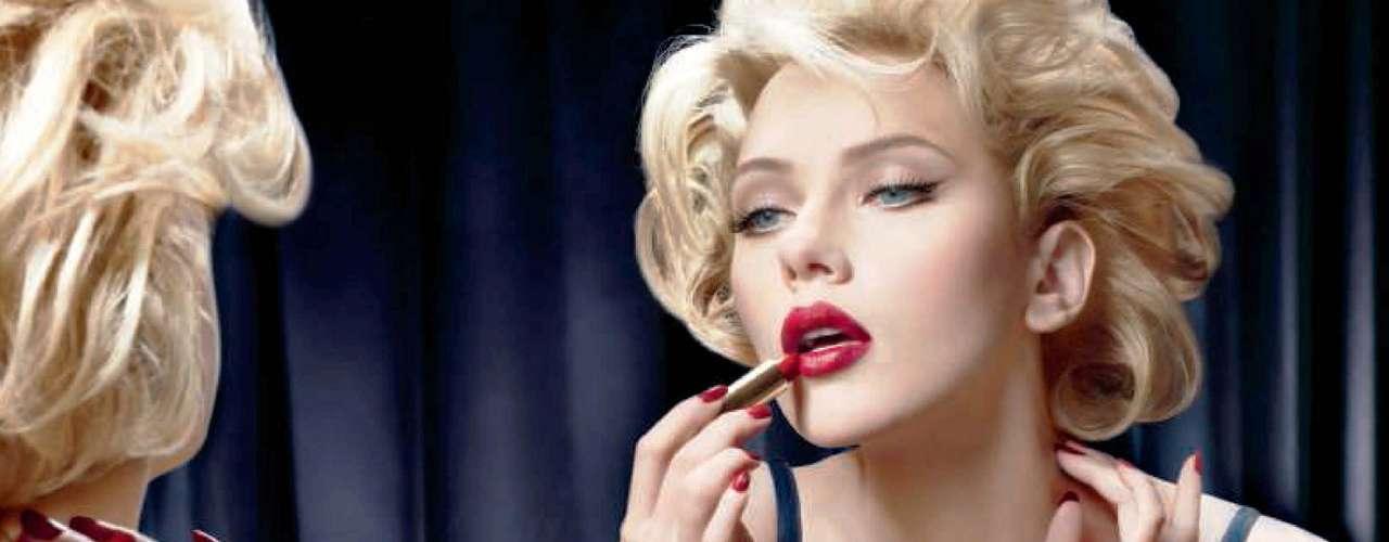 En 2008, Scarlett Johansson probó suerte como cantante con 'Anywhere I Lay my Head', un disco compuesto de puros covers de Tom Waits, a quien ella admira enormemente.
