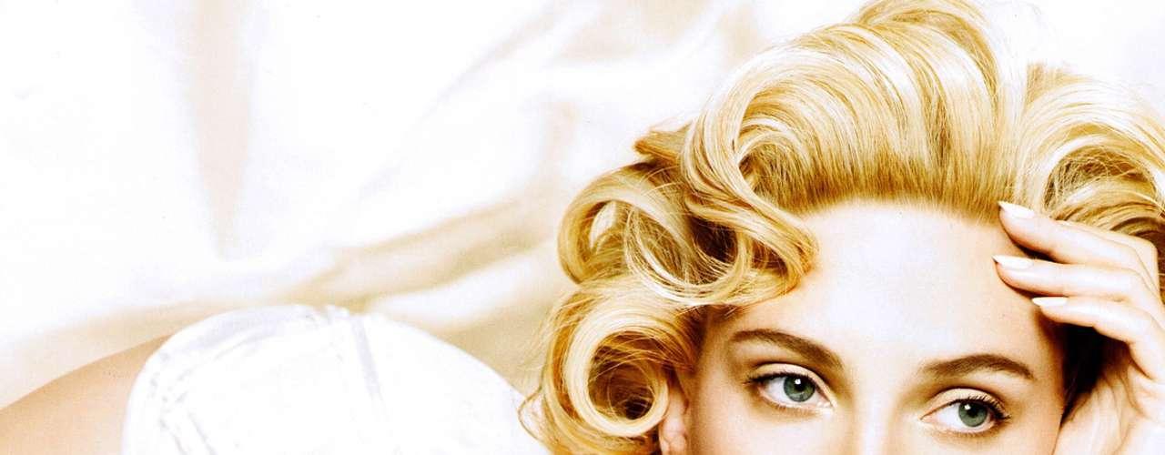 Scarlett Johansson fue invitada a unirse a la Academia de Artes y Ciencias Cinematográficas en 2004 y recibió su estrella en el Paseo de la Fama de Hollywood en 2012.