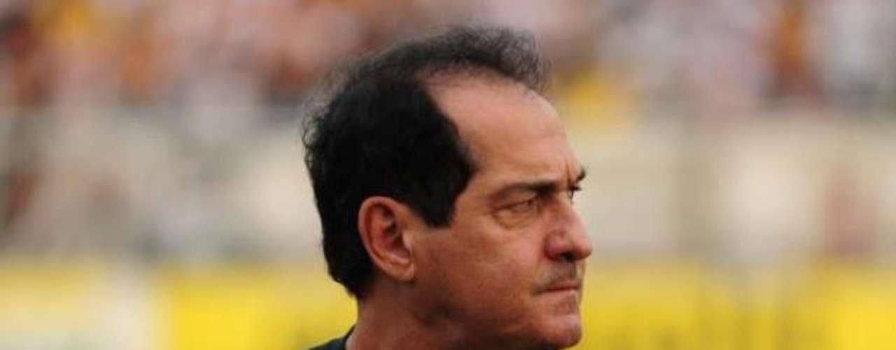 Muricy Ramalho fue nominado por la CBF para asumir el comando de la Selección antes de Mano Menezes, en 2010, sin embargo él prefirió quedarse en Fluminense, donde conquistó su cuarto título de liga. Después el técnico pasó a Santos, equipo con el que ganó dos Campeonatos Paulistas y la Copa Libertadores de América en 2011