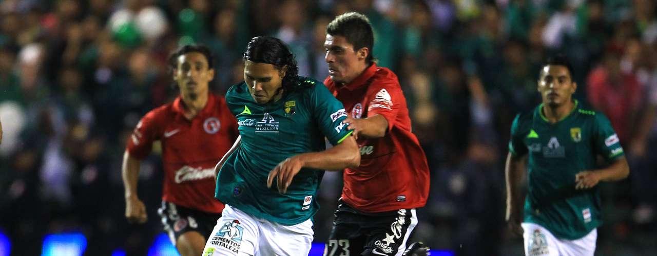Juan Carlos Peña fue clave en la recuperación de balón para León