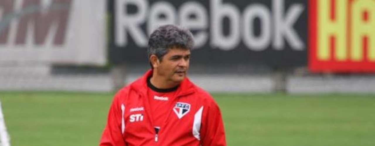 Ney Franco tiene buenas relaciones con la CBF, pues fue el técnico responsable por los últimos títulos en el Sudamericano y Mundial Sub 20 para Brasil. Se especuló que el técnico habría cambiado la Selección de base por el São Paulo porque no fue nominado para entrenar el equipo que fue a los Juegos Olímpicos de Londres.