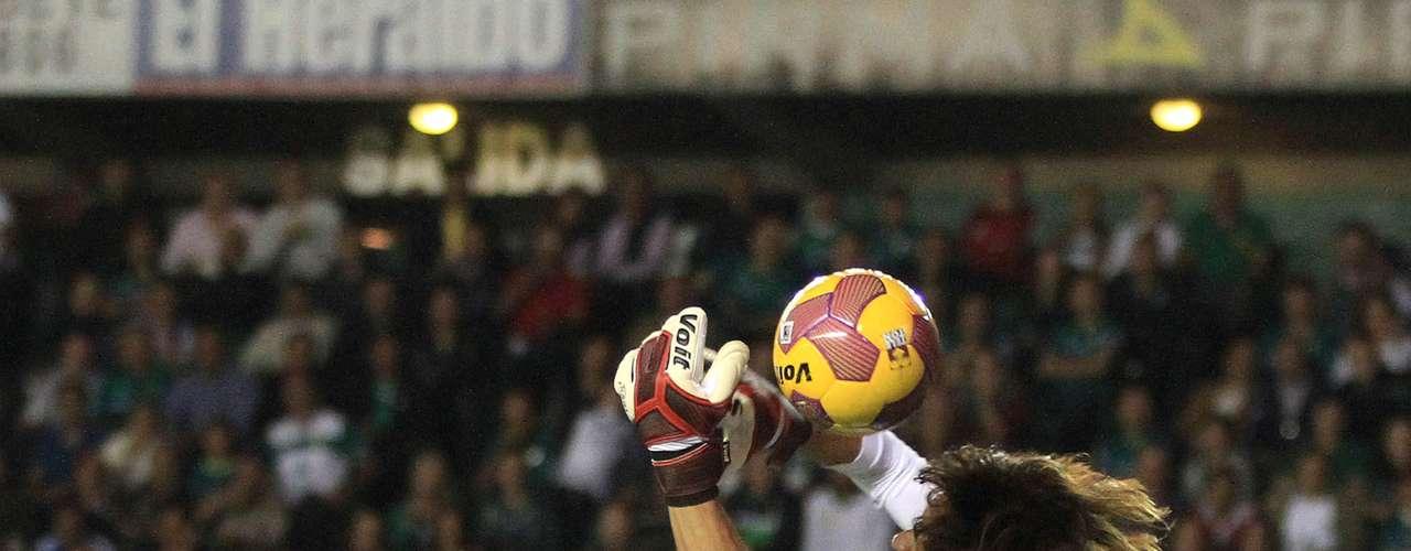 Cirilo Saucedo sacó varias oportunidades de gol de León