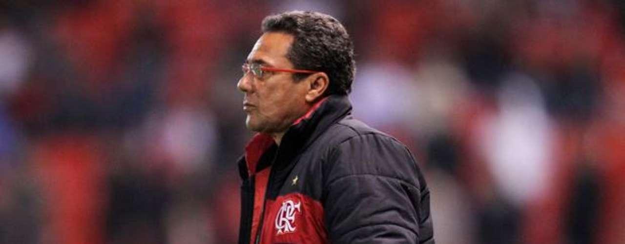 Uno de los técnicos más victoriosos de Brasil, Vanderlei Luxemburgo ya comandó la Selección, de 1998 al 2000, y aún es extrañado por muchos seguidores. En la temporada 2012, el técnico condujo la buena campaña de Gremio y puede conquistar el subcampeonato brasileño.