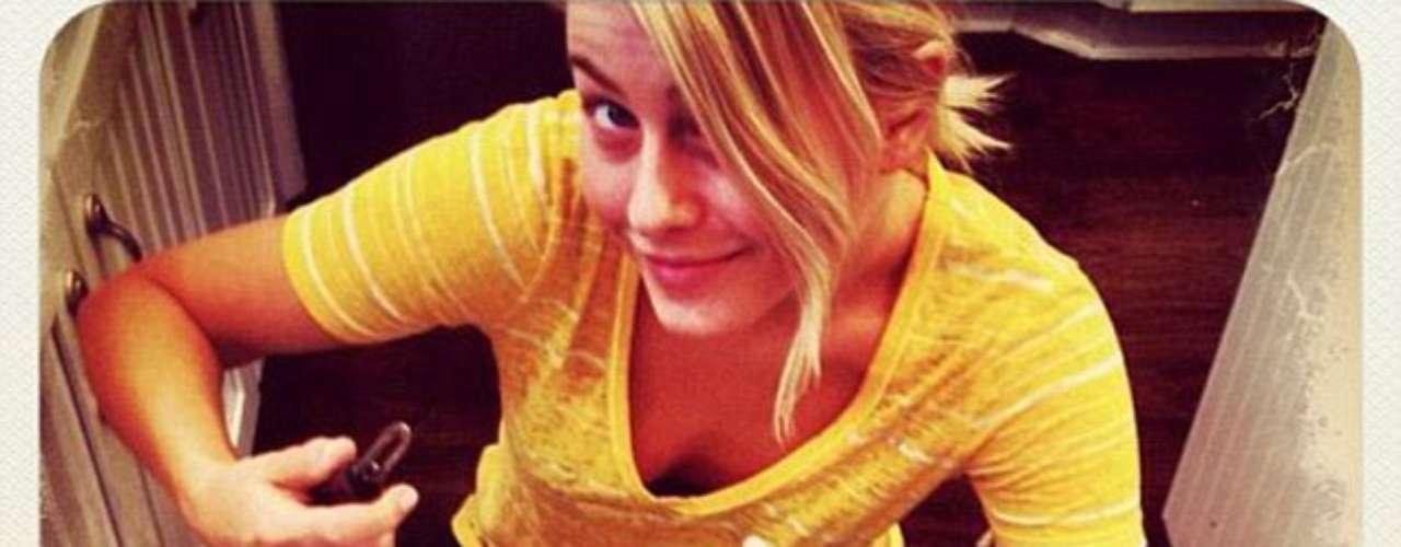 Ensuciarse las manos: Julianne Hough twitteó cómo ella misma preparaba la cena con el mensaje: 'Peelin \