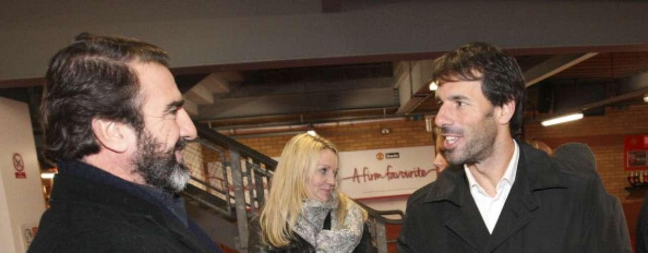 El holandés Ruud van Nistelrooy tuvo la oportunidad de saludar al mítico francés Eric Cantona.