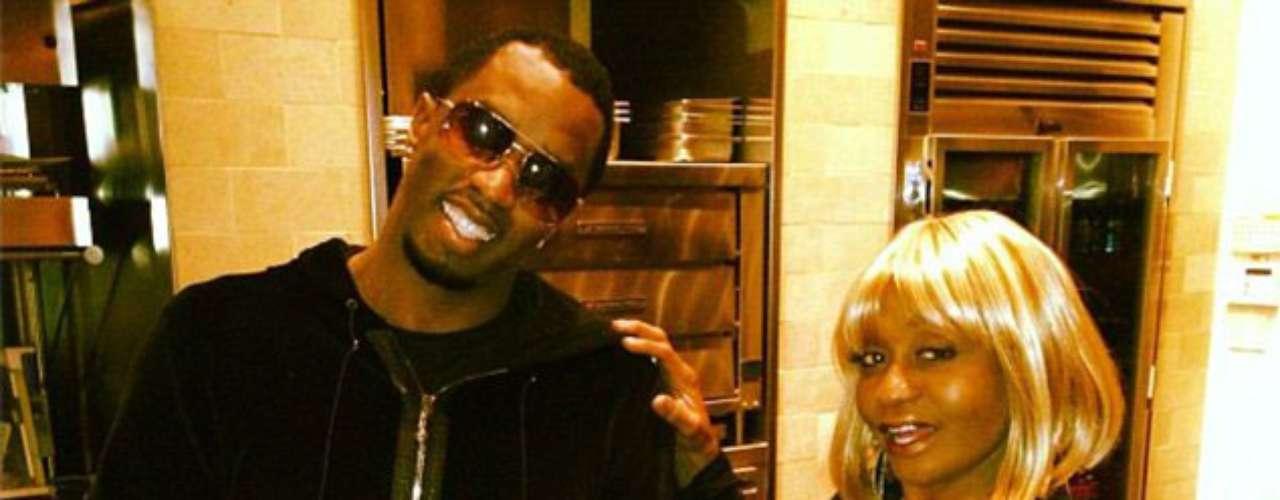 Súper chef: Diddy compartió una foto junto a su madre sonriendo con su pavo del día de Acción de Gracias