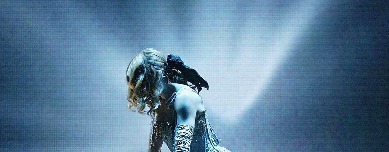 En 'Re-Invention Tour', 2004, Madonna interpretó 'Imagine' de John Lennon a favor de la paz, situación sorprendente para sus seguidores y críticos. Recaudó más de 155 millones de dólares.