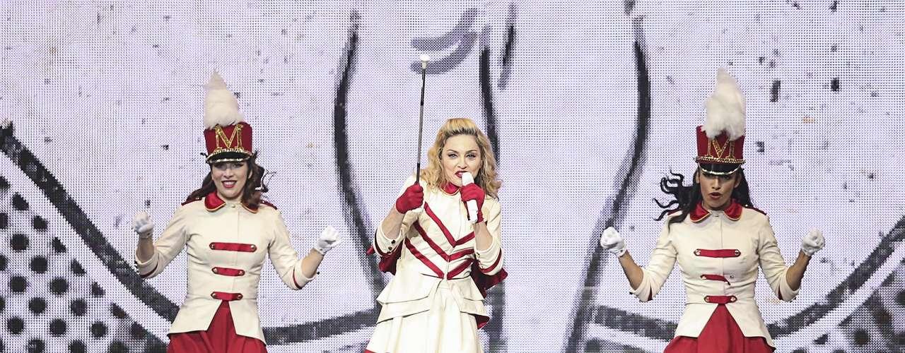 La reina del pop llega a Colombia para realizar dos presentaciones en la capital antioqueña. Medellín por estos días se escribe con M de Madonna y la ciudad se ha volcado en torno a la visita de la estadounidense a la tacita de plata; por ende, el comercio, el transporte y la cultura se unirán a la 'Madonnamanía' los días 28 y 29 de noviembre para que los residentes y turistas se sientan como unas estrellas.
