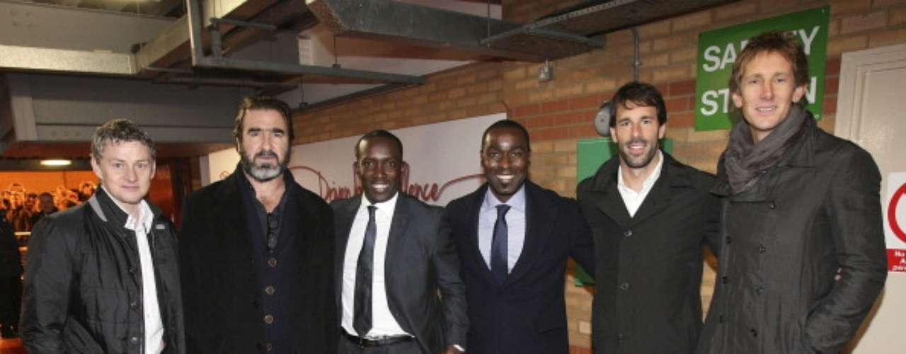 Solksjaer, Cantona, Yorke, Andy Cole, Van Nistelrooy and Edwin van der Sar pposed together.