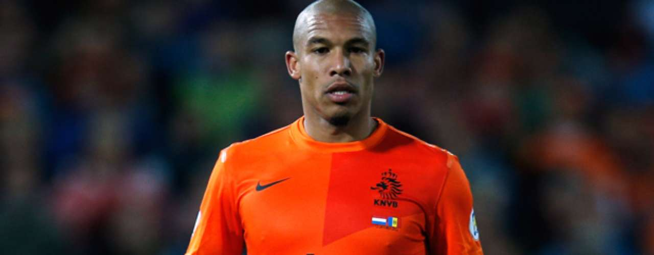 Nigel De Jong has sleeves on both arms.
