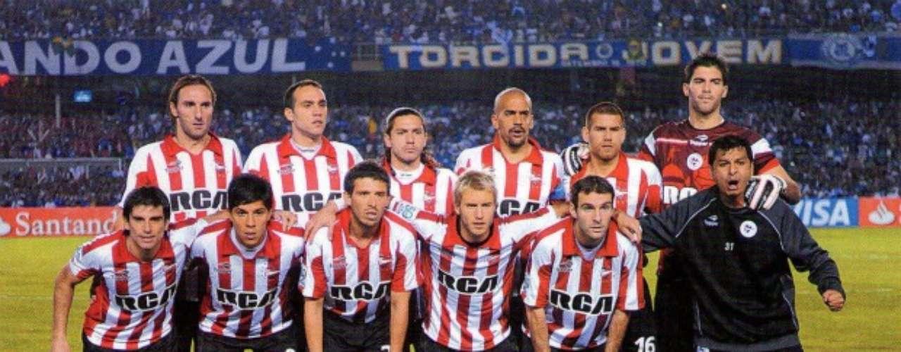 Estudiantes de la Plata tiene en su haber cuatro Copas Libertadores y una Copa Intercontinental.