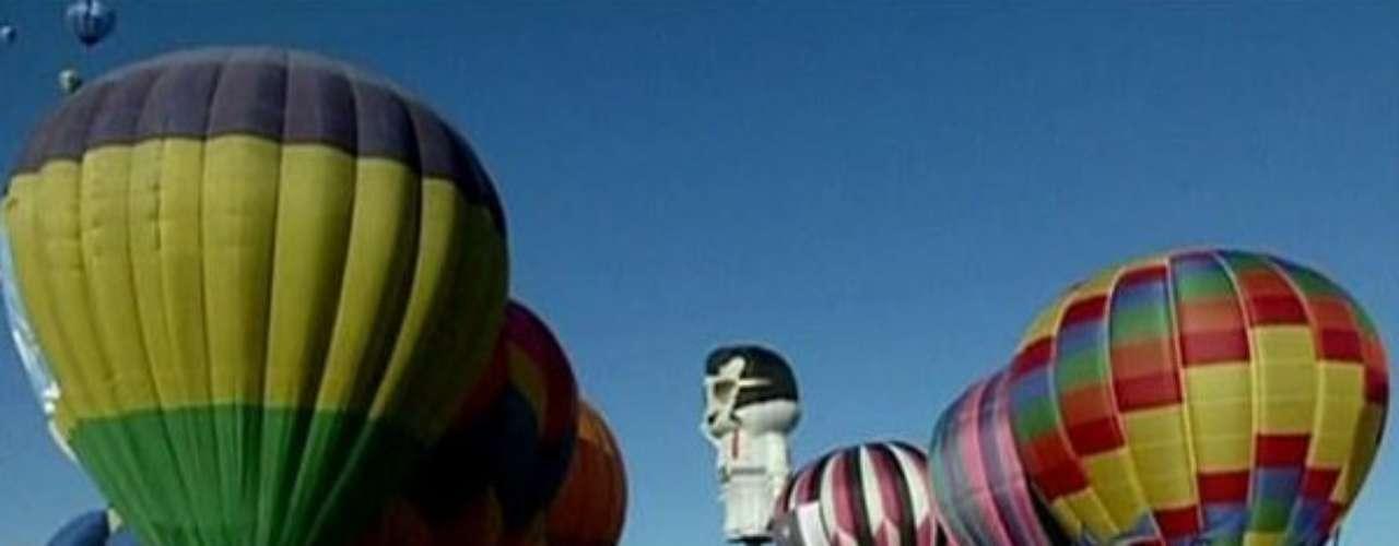 8- Elvis Presley en el cielo de Guanajuato. En la ciudad mexicana de Guanajuato se celebra una de las ferias de globos más populares del mundo: el Festival Internacional de Globos Aerostáticos de la ciudad de León. Entre los globos más originales en la edición de este año estuvo uno del rockero Elvis Presley.