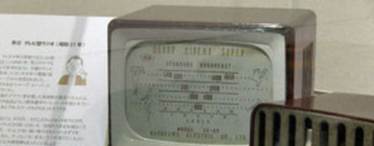 7- Los inventos japoneses que fracasaron. Una exposición en Japón muestra dispositivos que en su momento fueron innovadores pero que nunca consiguieron seducir a los consumidores.Entre las maravillas que se exponen en la muestra, hay una lavadora con forma de satélite, la tostadora que camina, un aparato que preparaba un huevo, una tostada y calentaba leche a la vez o un ventilador con forma de piano cuya razón de ser no resulta demasiado clara vista cuatro décadas después.
