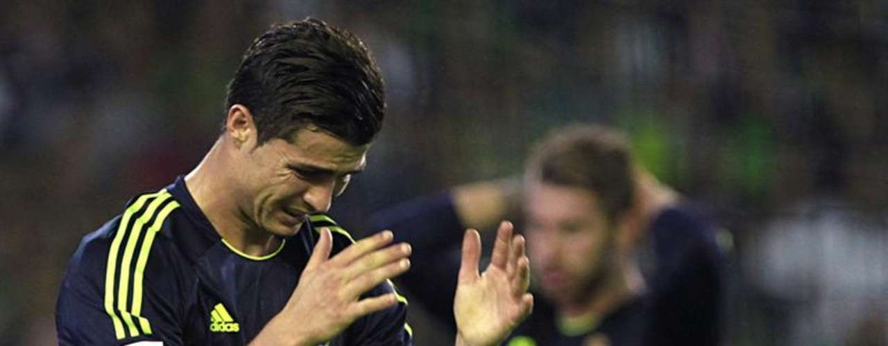 El Madrid sufrió una sorpresiva derrota (1-0) en su visita al Betis, y se puso a 11 puntos del líder.