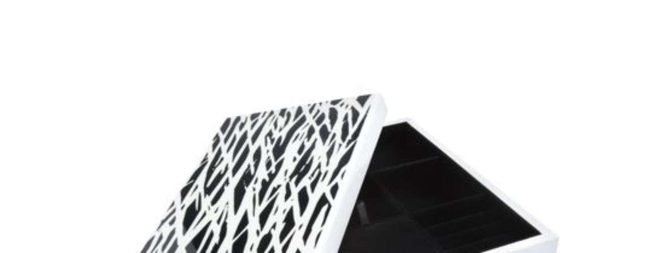 Diane von Furstenberg: caja para joyas, $49.99