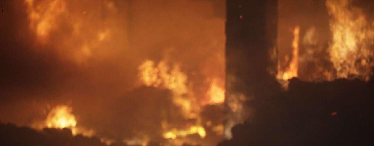En el incendio de anoche, los sobrevivientes relataron el domingo por la mañana cómo intentaron escapar de las llamas que destruyeron el edificio de nueve plantas.\