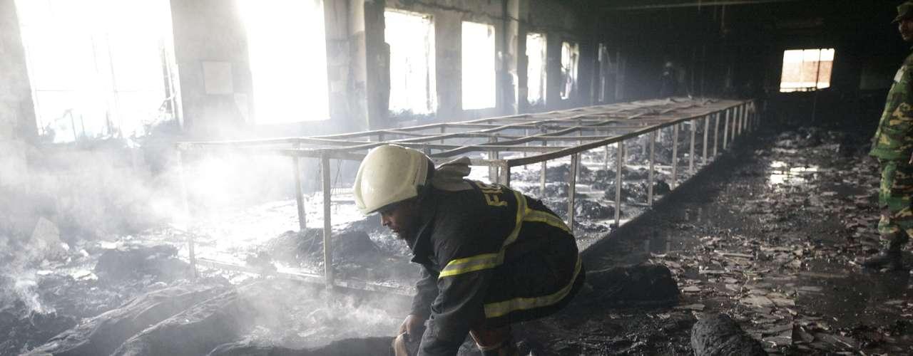 El 26 febrero 2010, un incendio en la fábrica de ropa Garib y Garib, en Gazipur (Bangladesh) dejó 21 muertos y más de 50 heridos.