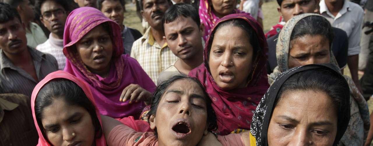 Los familiares de las víctimas estaban desconsolados con la tragedia.