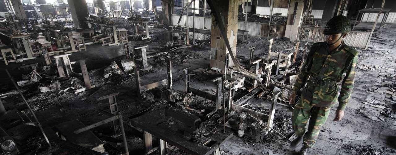 Otro siniestro ocurrió en en una fábrica textil del grupo Ha Meen, a las afueras de Dacca, capital de Bangladesh el 14 de diciembre de 2010. El fuego dejó 22 muertos y un centenar de heridos.