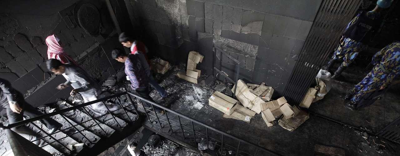 Este ha sido uno de los peores incendios de la historia del país, aunque no el único con más de cien muertos: hace dos años, al menos 117 personas murieron en otro fuego registrado a raíz de la explosión de un transformador en el casco viejo de Dacca.