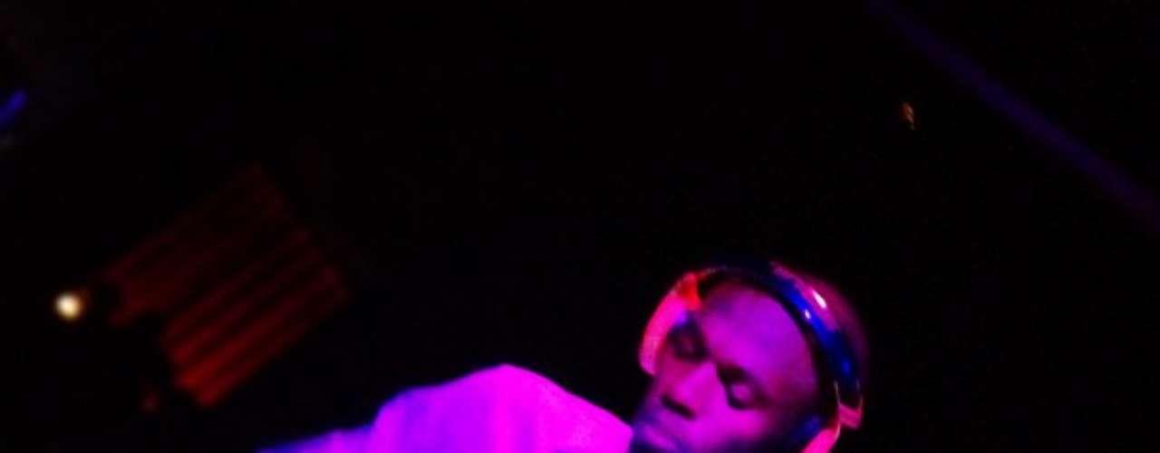 Bolt estuvo en el club Opium y ACTED haciendo de DJ, elevando la fiesta.