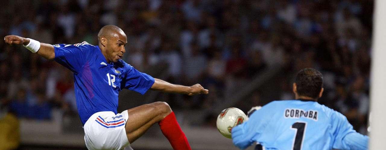 Thierry Henry emuló a su compatriota y fue el Botín de Oro de Francia 2003 con 4 tantos.