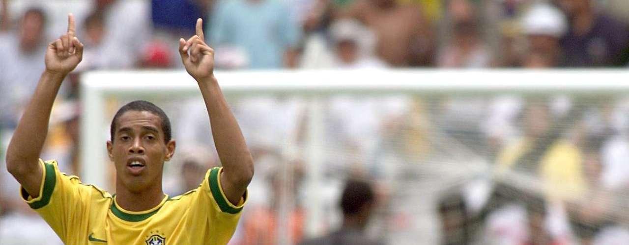 Ronaldinho tomó el relevo de su compatriota y se llevó el premio en México 1999 con 6 goles.