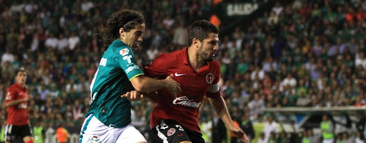 Defensa central - Javier Gandolfi - Tijuana. El capitán de Xolos mostró su clase al mantener ordenada la zaga en el juego de vuelta par ano recibir gol