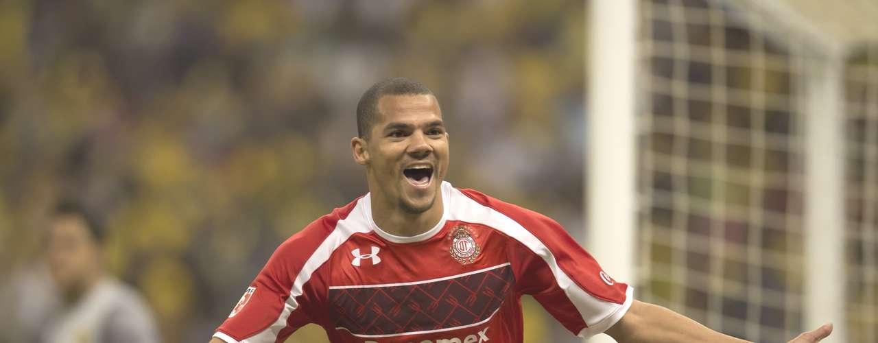 Volante por derecha - Lucas Silva - Toluca. En el partido de Ida hizo el primer tanto para los Diablos y dio el pase para el segundo