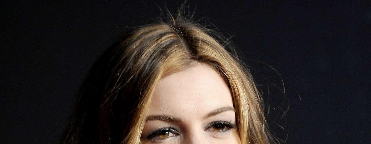 Anne Hathaway muestra más en sus películas que en la alfombra roja, es por eso que podemos decir que la actriz es 100% natural