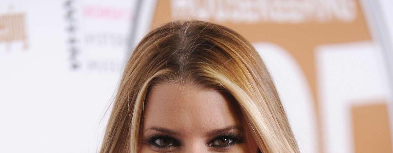 Jessica Simpson siempre se ha destacado por sus curvas 'delanteras'. La actriz y cantante deslumbra a su paso