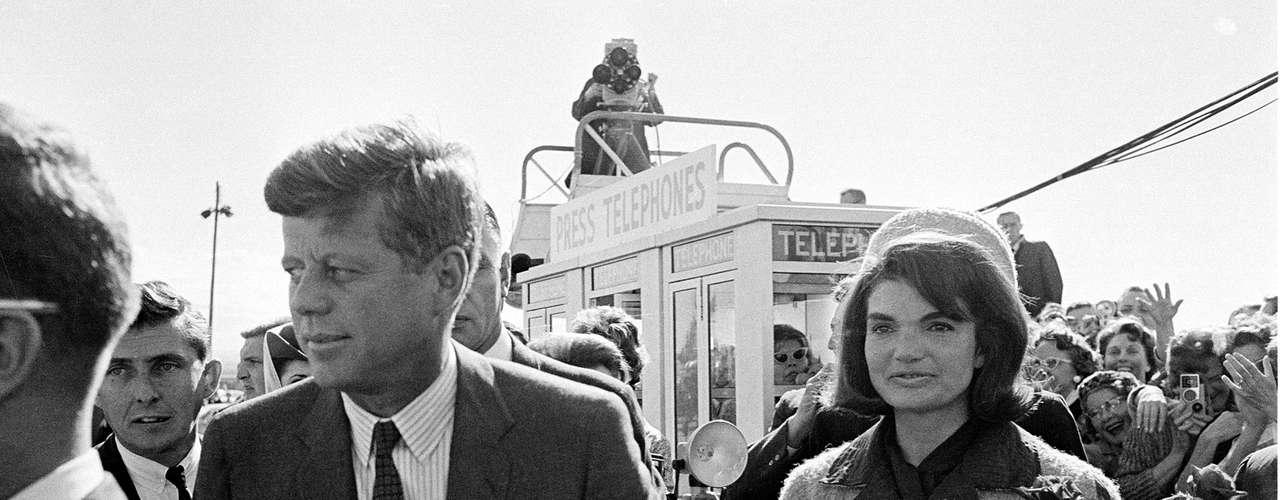 Hill dice en su libro que cuando la primera dama le preguntó qué iba a ser de su vida tras lo ocurrido, le dijo 'todo irá bien'. No obstante, aún hoy, Hill lamenta no haber podido salvar al presidente y le tortura la imagen de aquel día, cuando no pudo evitar la tragedia. Lee Harvey Oswald fue detenido y acusado del magnicidio pero pocos días después fue asesinado por un tal Jack Ruby de un balazo, mientras estaba bajo custodia policial (fuente, elmundo.com).