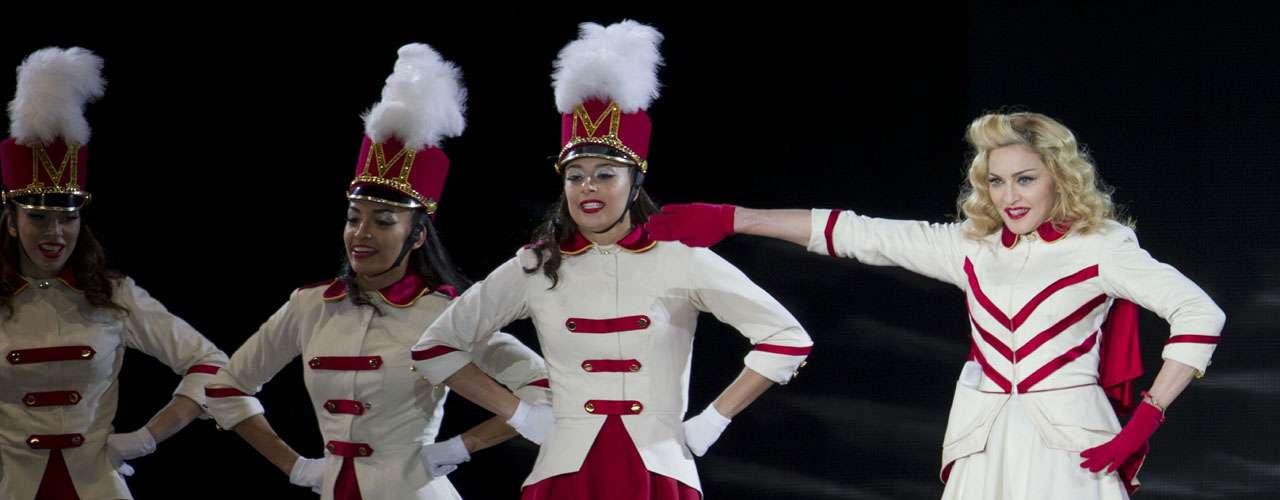Madonna reunió a 55 mil fans en el primero de sus dos conciertos en el Foro Sol, de la ciudad de México.