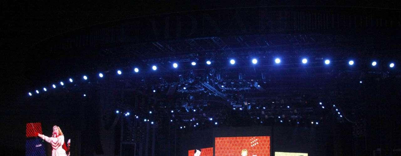 Madonna incluyó espectáculo bélico en su 'performance'.