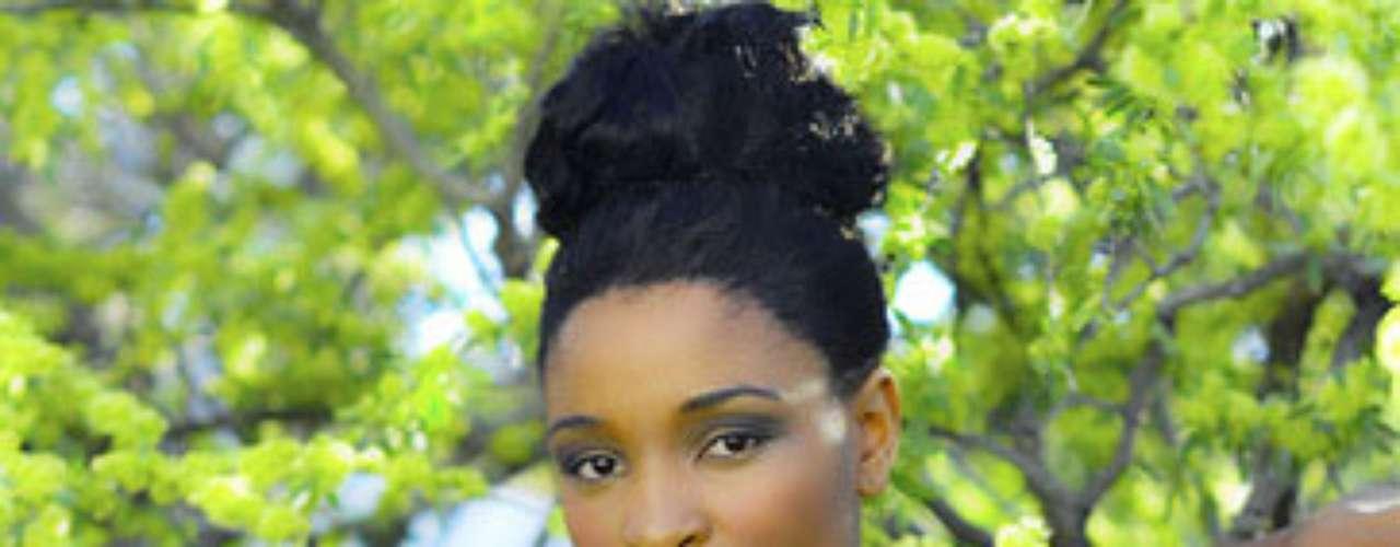 Namibia, Tsakana Nkandih. Procedencia: WindhoekEdad: 22. Ella espera algún día convertirse en la primera mujer presidente de Namibia, porque a través de este oficio, ella podría luchar internamente por las cuestiones socioeconómicas de su país y tratar de dar liderazgo a las mujeres. Su más fuerte pasión es la lectura. Ella también disfruta del voluntariado con los animales y la jardinería. Actualmente asiste a la Universidad de Namibia para lograr un título en Administración Pública. \