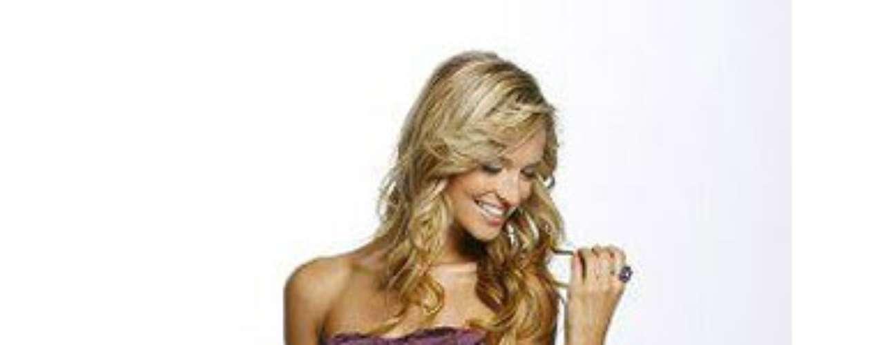 Otros de los títulos de belleza que ostenta son Miss Tropika, Me Waterkloof y concursos de Candy Girl.
